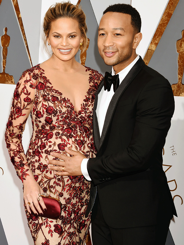 chrissy-teigen-welcome-daughter