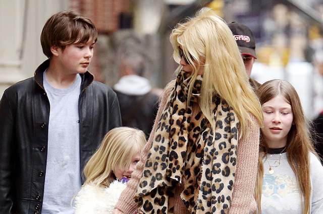 Claudia Schiffer on a walk with children in New York City ...